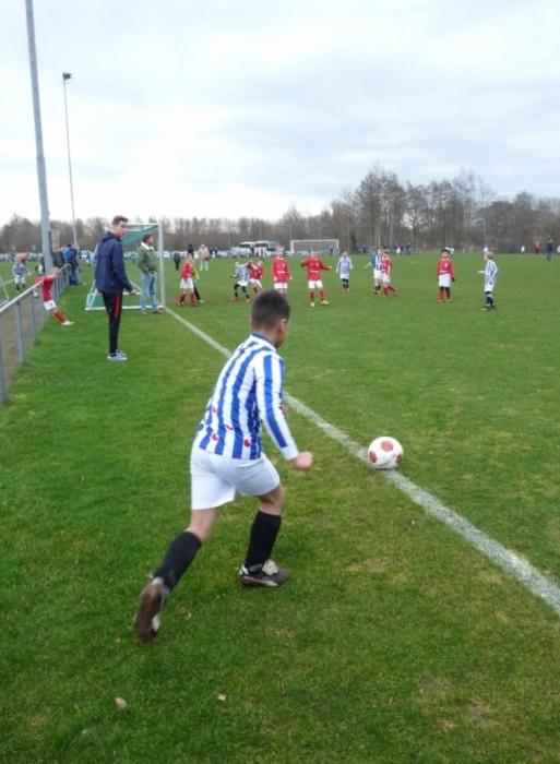 Alweer een gevaarlijke corner van VV Heerenveen.