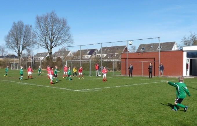 Uit standaardsituaties werd Heerenveense Boys gevaarlijk.